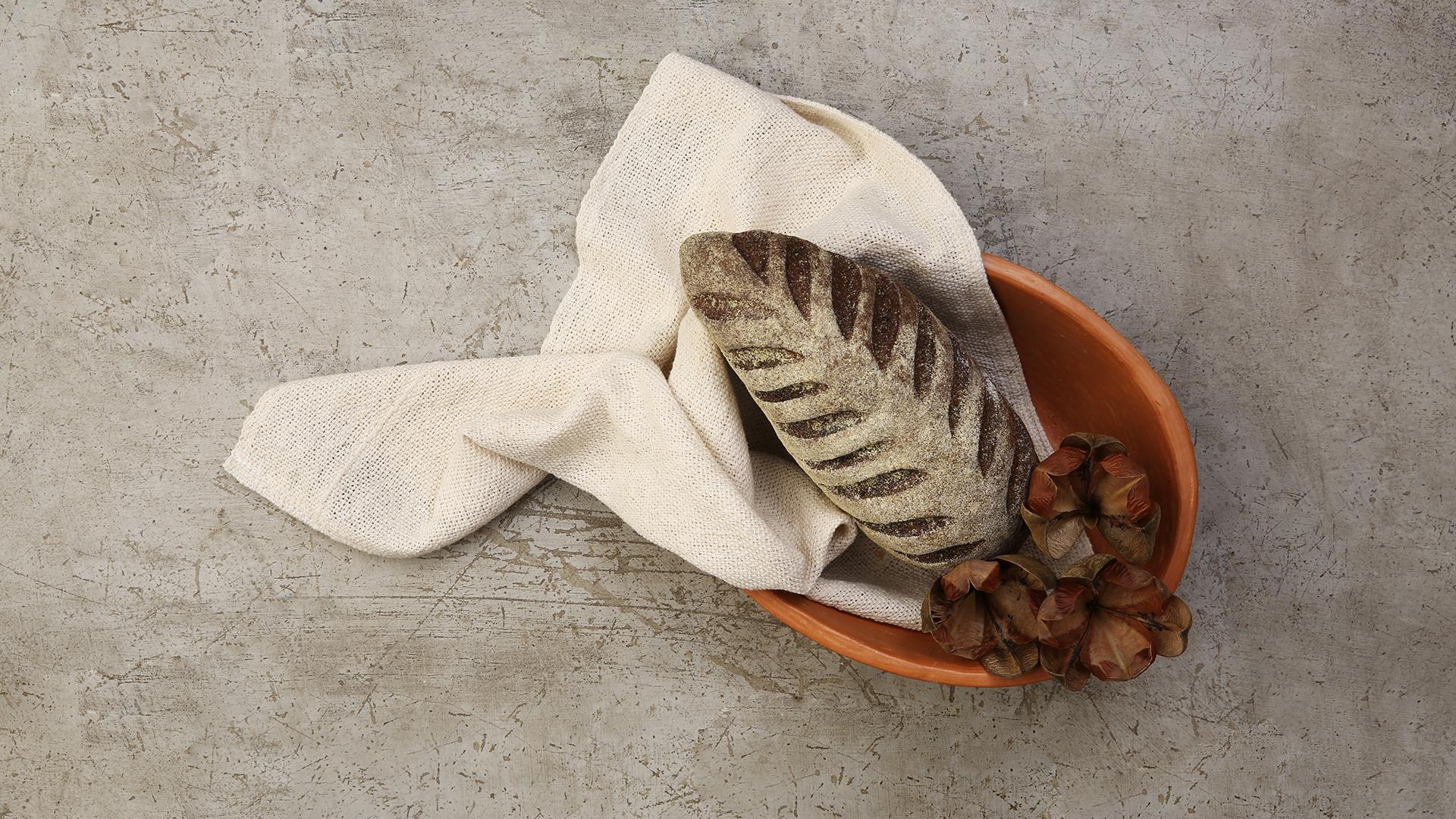 03-Reconceito-casa-travessa-ceramica-barro-rustica-pano-algodão-cru-banner